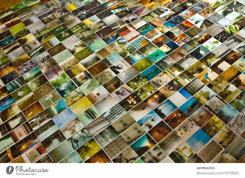 Fotos album Detailaufnahme Bildausschnitt Auswahl Fotografie Kunstgalerie Menschenmenge viele liegen sortieren ausstellen mehrfarbig Farbe Hintergrundbild