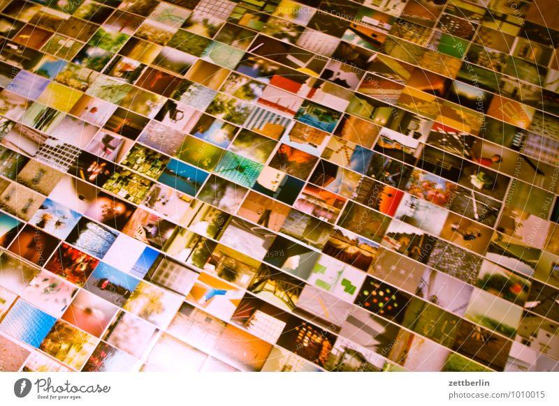 Fotos auf dem Boden album Detailaufnahme Bildausschnitt Auswahl Fotografie Kunstgalerie Menschenmenge viele liegen Redaktion Museum Farbe mehrfarbig
