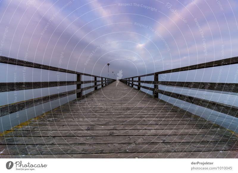 Eine lange Seebrücke Freizeit & Hobby Ferien & Urlaub & Reisen Tourismus Ausflug Abenteuer Ferne Freiheit Sightseeing Fischerdorf Brücke Bauwerk Gebäude