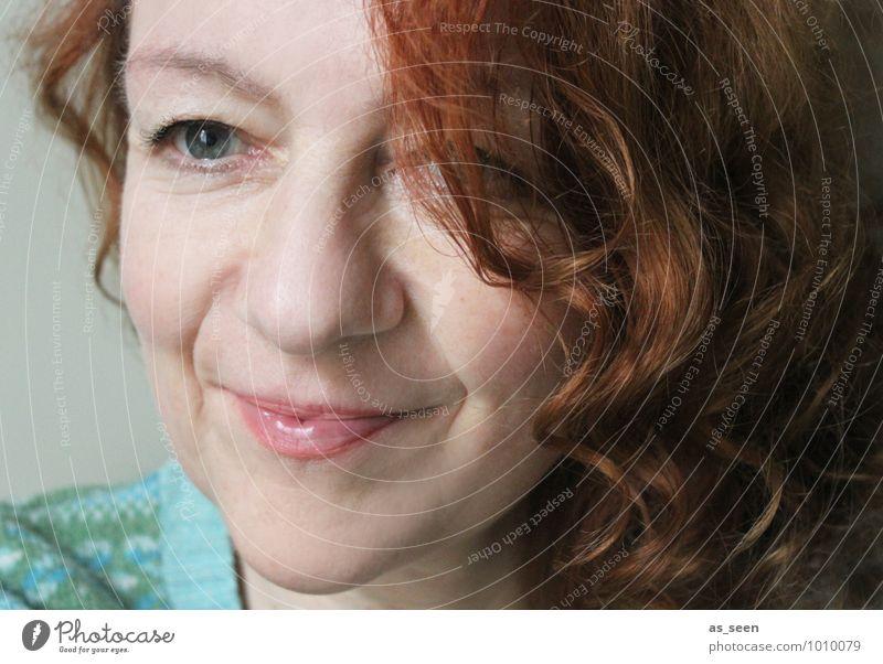. Frau Erwachsene Leben Gesicht 1 Mensch 30-45 Jahre Pullover rothaarig langhaarig Locken Kommunizieren Blick sprechen ästhetisch authentisch schön einzigartig