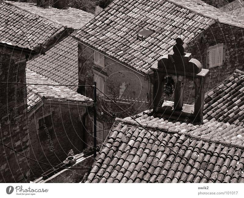 Mediterrane Dachlandschaft alt Haus Fenster Wand Gebäude Religion & Glaube Mauer Fassade Idylle Kirche Dach historisch Dorf mediterran Stadtzentrum Altstadt