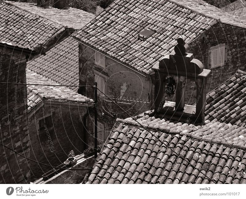 Mediterrane Dachlandschaft Haus Istrien Dorf Stadtzentrum Altstadt bevölkert Kirche Gebäude Mauer Wand Fassade Fenster Antenne alt historisch Idylle
