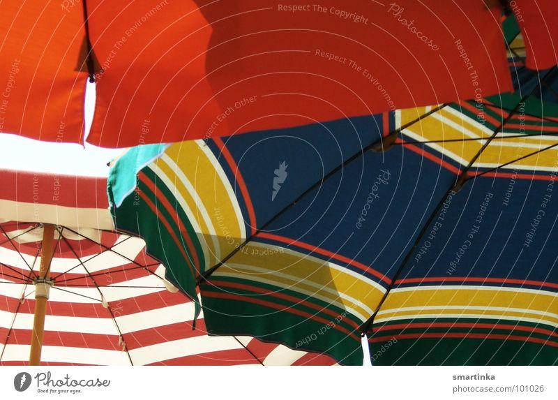 Sommerloch. Für carl. Sonnenschirm Straßencafé Physik Gastronomie Freizeit & Hobby Sommefeeling UV-Strahlung Wärme Hochsommer Schatten