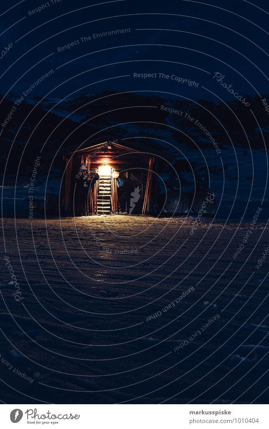 alpenhütte skipiste Winter Berge u. Gebirge Eis Tourismus Frost Alpen entdecken Lichtschein Wintersport Winterurlaub Nachtaufnahme Skipiste Berghütte