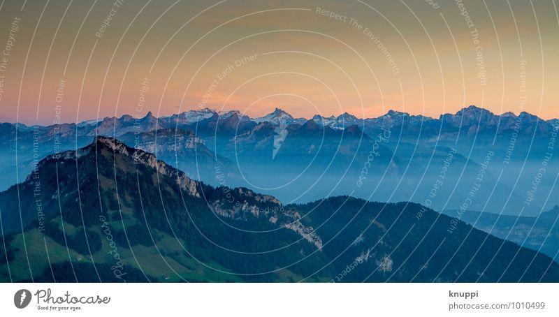Schweizer Alpen Himmel Natur blau grün Sommer Sonne Landschaft Ferne Wald Umwelt Berge u. Gebirge Herbst Felsen Horizont rosa Luft