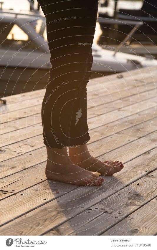 warten auf den käpten (meine wenigkeit...) Nagellack Ferien & Urlaub & Reisen Sommer Sommerurlaub Beine Fuß 1 Mensch stehen schön maritim natürlich feminin