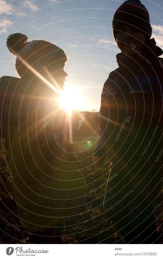 freundschaft Mensch Kind Natur Landschaft Umwelt Leben Wiese Junge Glück Freundschaft Familie & Verwandtschaft Freizeit & Hobby Feld Zufriedenheit Kindheit