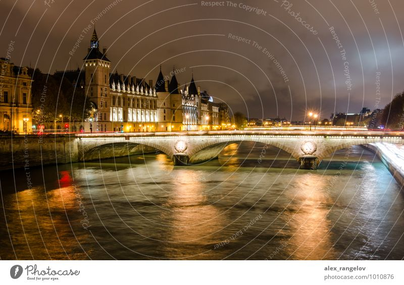 Mitternacht Paris Wolken Nachthimmel Stadt Palast Brücke Turm Wahrzeichen Straße gold Farbfoto Außenaufnahme Reflexion & Spiegelung Langzeitbelichtung