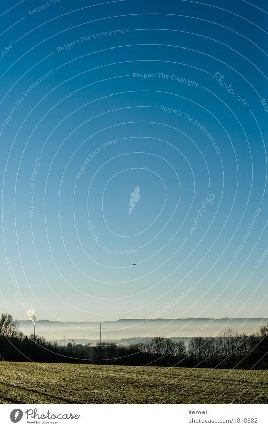 Dämpfe Umwelt Natur Landschaft Wolkenloser Himmel Sonnenlicht Herbst Schönes Wetter Nebel Pflanze Baum Feld Hügel Turm Schornstein Luftverkehr Flugzeug frisch