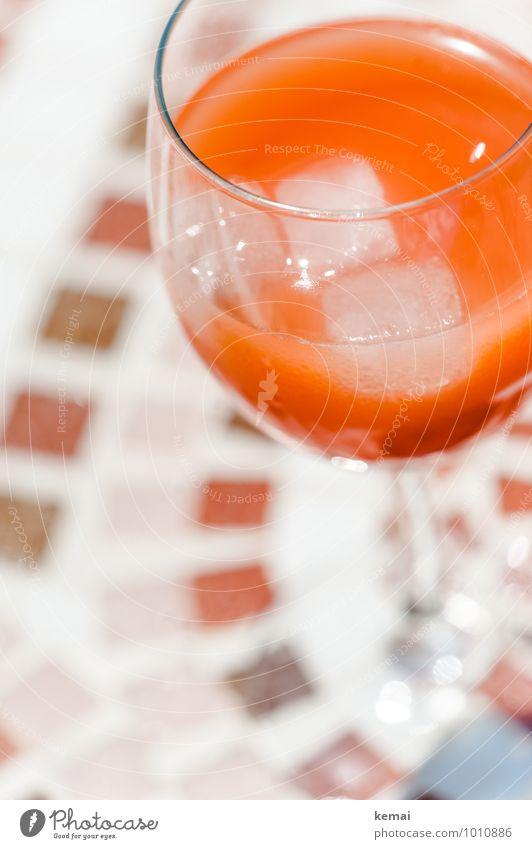 Der Drink des Sommers Eiswürfel Getränk Erfrischungsgetränk Limonade Alkohol Spirituosen Longdrink Cocktail Campari Orange Glas Weinglas Lifestyle Sommerurlaub