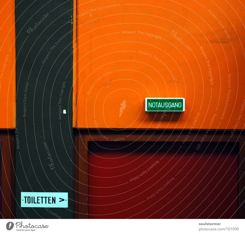Notausgang Ausgang gehen notleidend Stuhlgang Geschwindigkeit Durchgang Bad orange Toilette Tür Eile Tor dingend Außenaufnahme