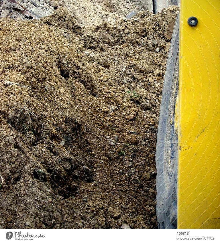 DAS LETZTE GRÜNE FLECKCHEN Stapler Bagger gelb grün Grünpflanze Bauschutt Erde Geröll Baustelle Baufahrzeug Arbeit & Erwerbstätigkeit planen Natur braun