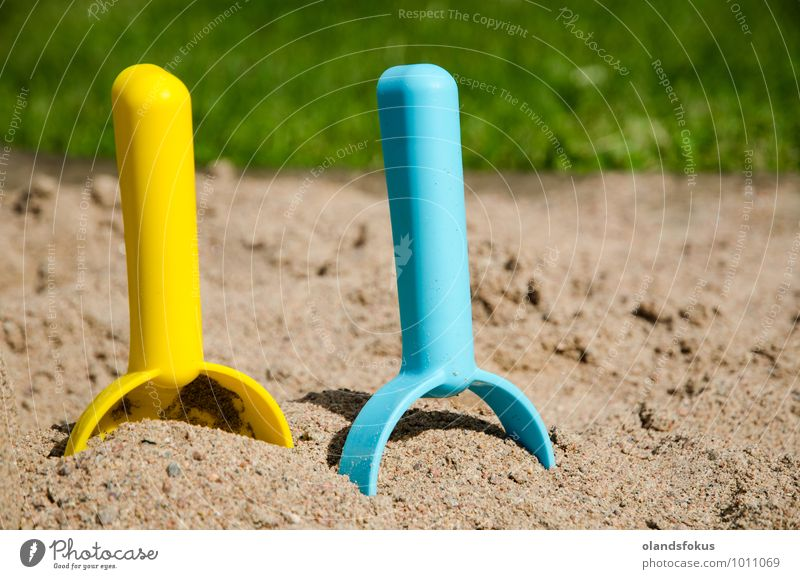 blau grün Farbe Sommer Freude gelb Gras Spielen Sand Freizeit & Hobby Kunststoff Spielzeug Werkzeug Entwurf Spaten Baggerlöffel