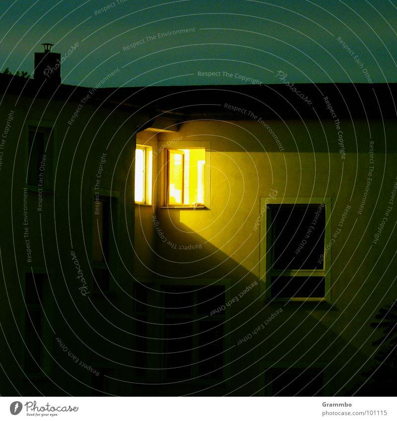 Advent, Advent ... Nacht Dämmerung Fenster Licht Quelle dunkel Magdeburg Bi Ba Butzemann Zimmer mit Ausblick Perspektive Triangulation Abend Schornstein Himmel