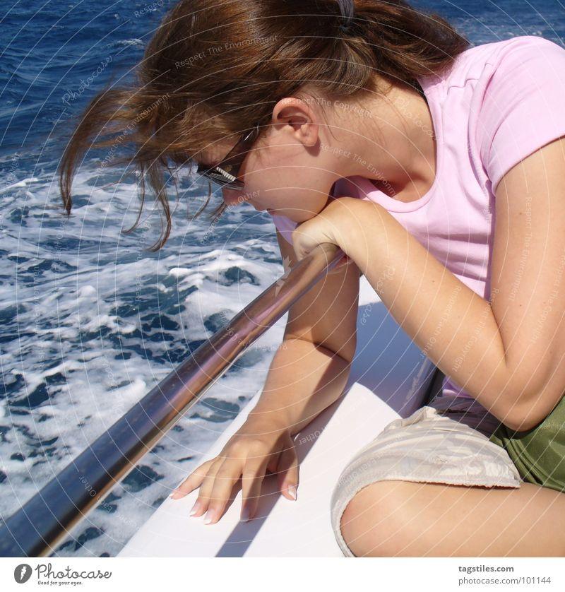 Urlaub Frau Wasser Mädchen Sonne Meer grün blau Sommer Ferien & Urlaub & Reisen Erholung träumen Wasserfahrzeug rosa Wind Ausflug Afrika