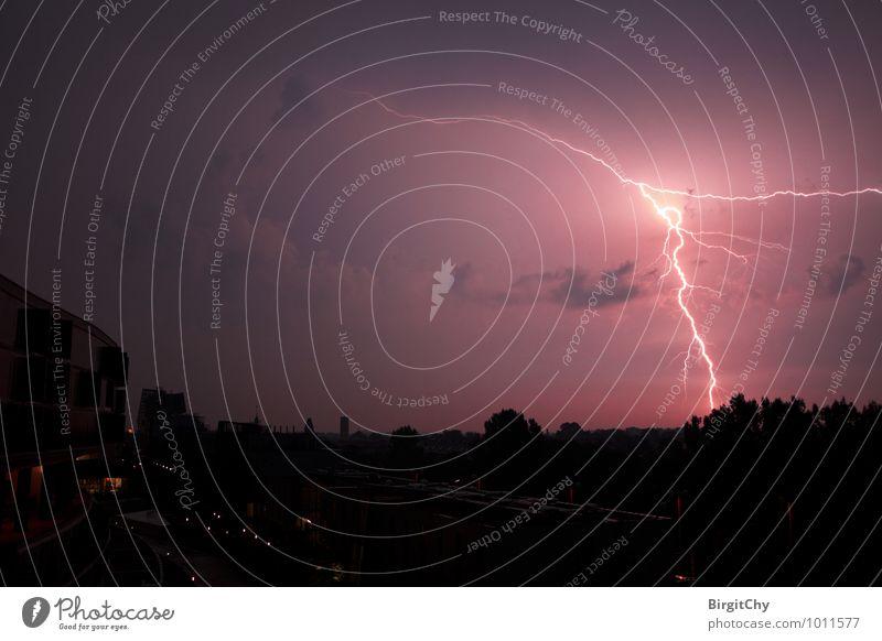 Blitz Umwelt schlechtes Wetter Unwetter Gewitter Blitze einzigartig Außenaufnahme Menschenleer Nacht Weitwinkel