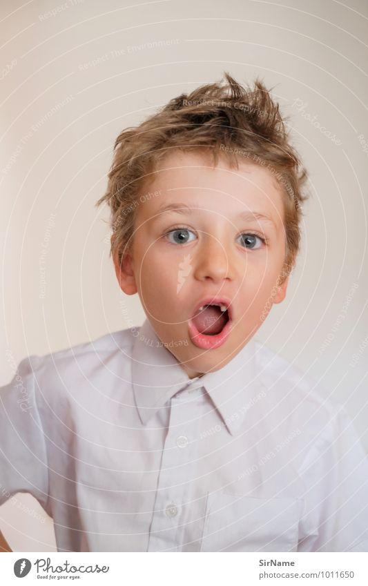 300 [zahnlueckenruf] Mensch Kind schön Freude Leben Junge sprechen natürlich Spielen Zusammensein Kindheit Kommunizieren niedlich einzigartig Jugendkultur Hemd