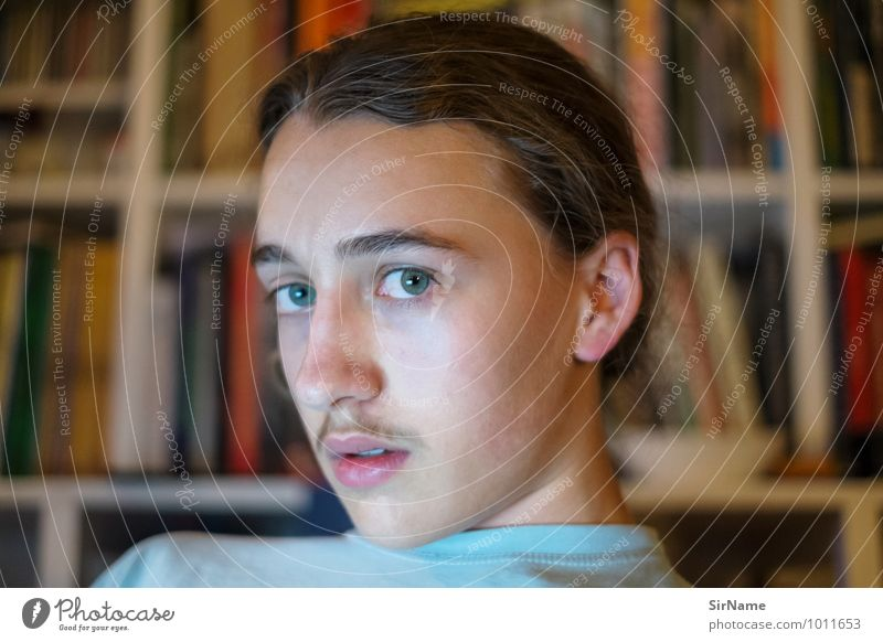 335 Kind Jugendliche Junger Mann sprechen modern 13-18 Jahre Computer Buch Kommunizieren lernen einzigartig Jugendkultur lesen Internet Wohnzimmer Notebook
