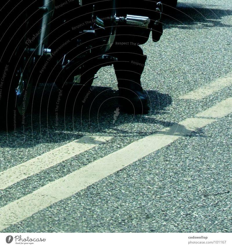 greaser Mann Straße Verkehr Motorrad Verkehrswege Stiefel Rockabilly Rock `n` Roll England Rocker Motorradfahrer Brighton Fahrbahnmarkierung stimmen Königlich