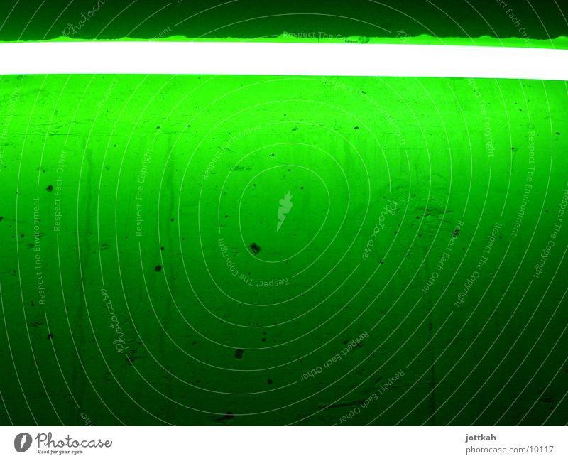 Grün macht glücklich grün Licht Lampe Neonlicht Wand Fototechnik Beleuchtung hell Farbe