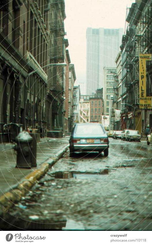 New Yorker Straße grau dreckig Architektur Müll