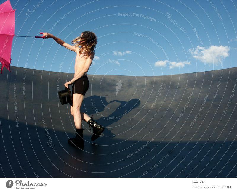 Windstärke 9 Mensch Himmel Jugendliche Mann blau Sommer weiß Junger Mann Wolken schwarz Bewegung Beine rosa blond Wind Elektrizität