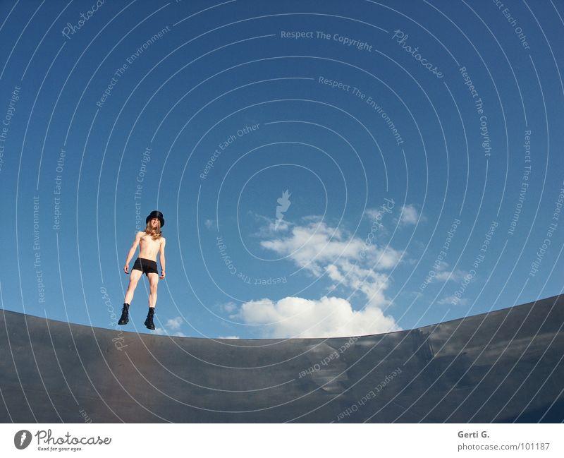 HopHopper Mensch Himmel Jugendliche Mann blau Sommer weiß Junger Mann Wolken Freude schwarz Beleuchtung lustig lachen Beine springen