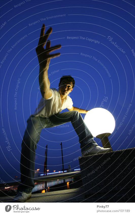Nachtlichter Mann blau weiß schön Party Lampe gehen Energiewirtschaft Club Stadtleben Straßenbeleuchtung Musikfestival Asiate attraktiv Einladung Nachtleben