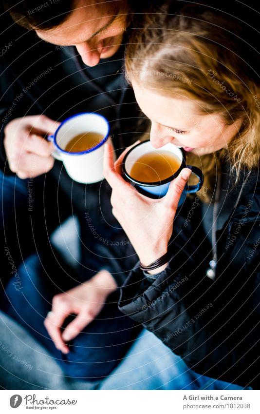 Aufwärmübung Mensch maskulin feminin Frau Erwachsene Mann Paar Partner Leben 2 30-45 Jahre trinken Wärme Freude Glück Fröhlichkeit Zufriedenheit Lebensfreude