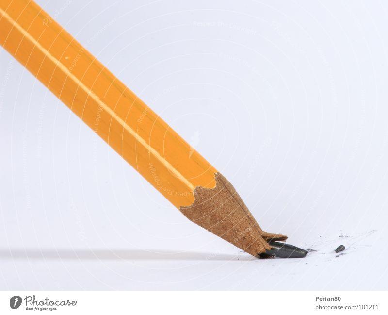 Minenunglück Schreibstift Bleistift kaputt Nahaufnahme Makroaufnahme Strukturen & Formen orange Perian Pencil Desaster gebrochen misfortune broken