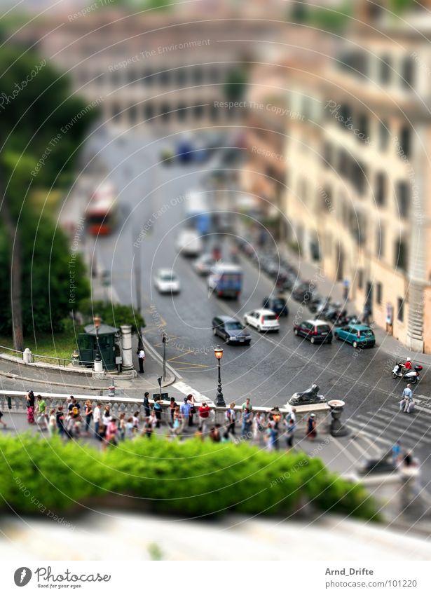 Mini-Rom3 Mensch grün Stadt Vogelperspektive Straße PKW braun klein Italien Denkmal Ruine Wahrzeichen Surrealismus Tourist Rom Miniatur