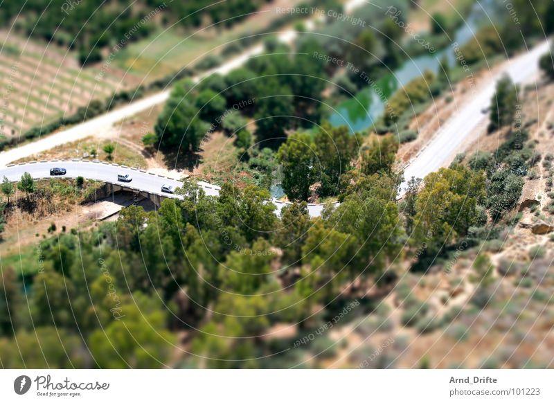 Mini-Straße Baum grün Straße Landschaft braun klein Europa Fluss Bach Surrealismus Miniatur Tilt-Shift Andalusien