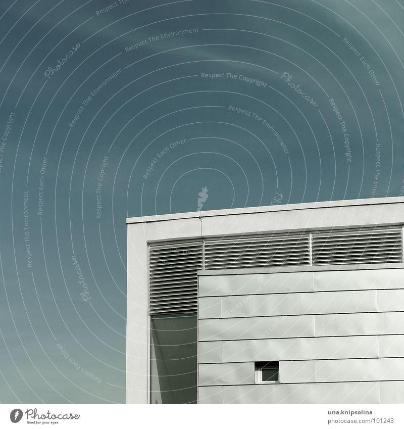 white box blau weiß Fenster Architektur Metall modern Streifen Ecke Quadrat Lamelle Cottbus Eisenplatte