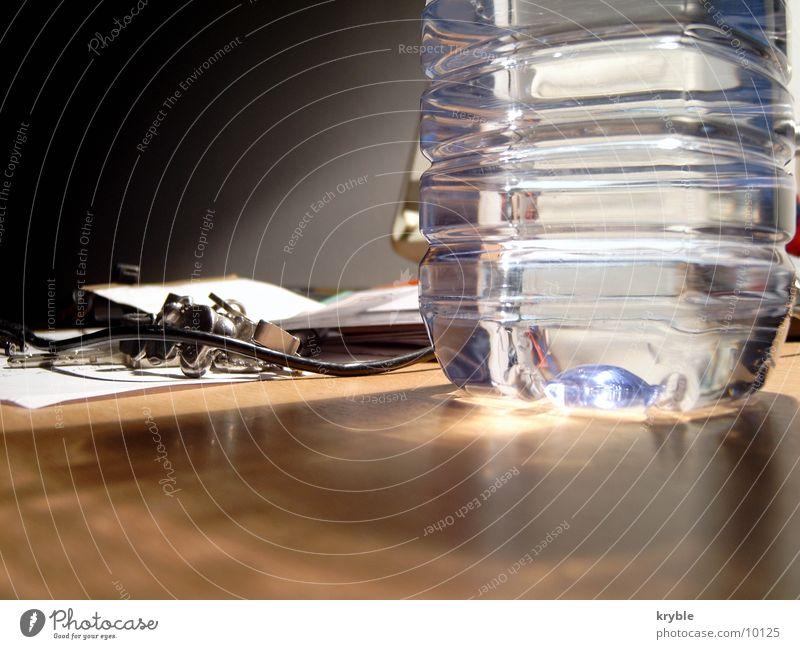 Wasserflasche Lampe glänzend Tisch Müll Schreibtisch Flasche Glätte Mineralwasserflasche