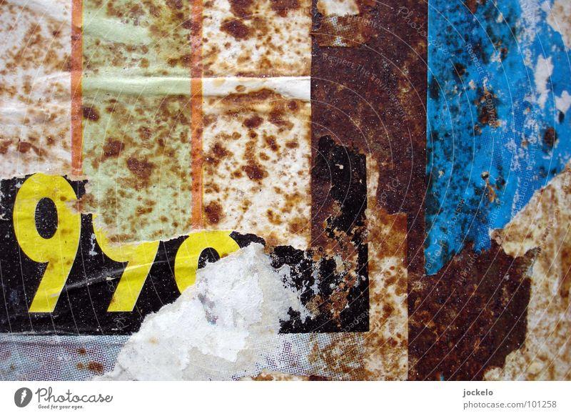SCHMUTZ blau rot gelb Farbe Wand dreckig Papier Trauer Ende Italien Ziffern & Zahlen Müll Verzweiflung Plakat Sinn Schrott