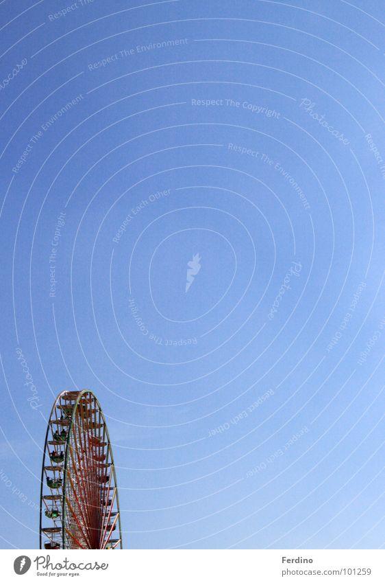 Riesenrad Himmel blau Freude Wolken klein Luft Angst hoch Niveau Dinge Jahrmarkt Koloss Zuckerwatte
