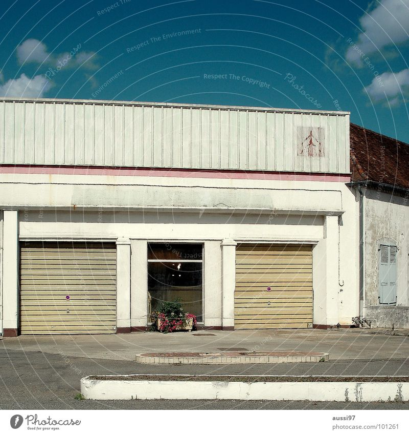 Hommage an.. Haus Einsamkeit Werkstatt geschlossen Unbewohnt Mittlerer Westen Route 66 Frankreich Autowerkstatt Motel Tankstelle verfallen USA Straße Autobahn