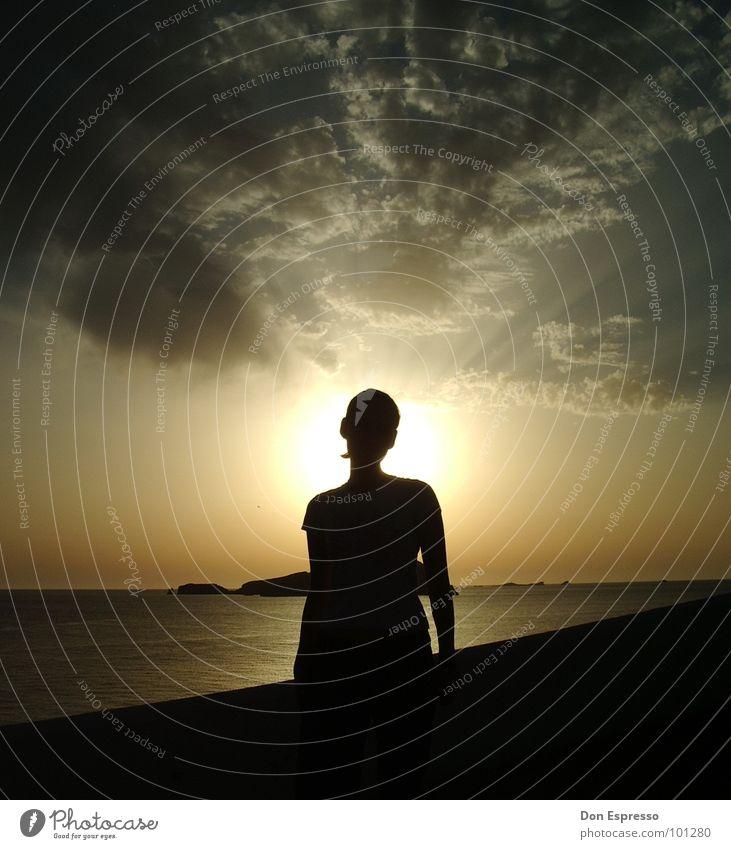 Kitsch im Urlaub Frau Himmel Sonne Strand Ferien & Urlaub & Reisen Wolken Gefühle Religion & Glaube Beleuchtung Küste Insel Kitsch Strahlung heilig Paradies Ibiza