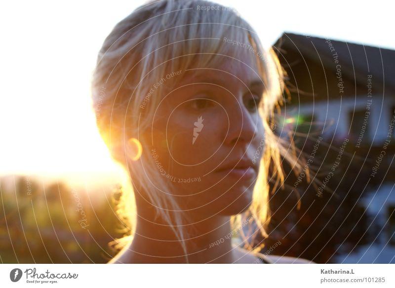Engerl Sonnenuntergang Porträt blond Denken Romantik Sommer Physik gelb schön Kopf Gesicht Schatten Beleuchtung Wärme orange modern Einsamkeit close
