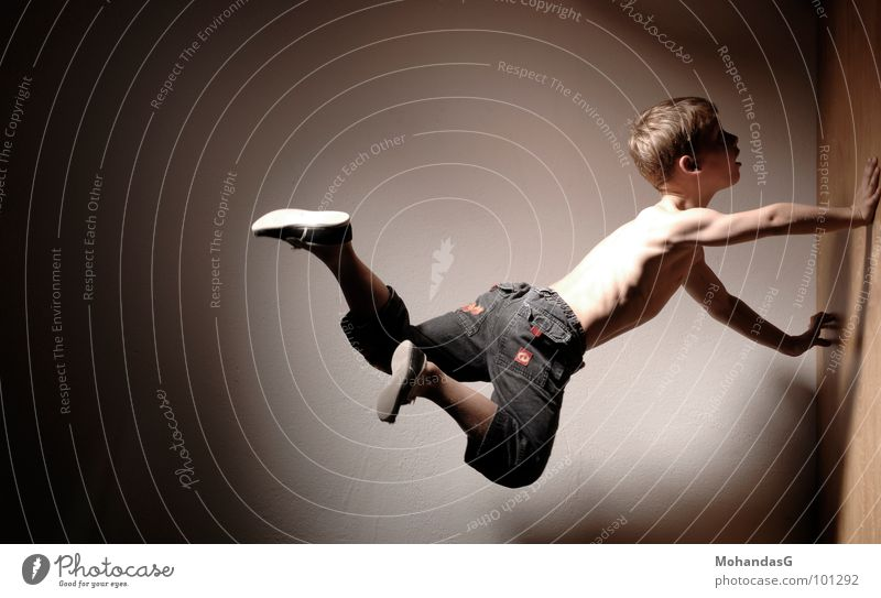 Flugblockade Kind Kampfkunst Sport Akrobatik fliegen Muskulatur Kraft sportlich Klettern eigenkraft Energiewirtschaft