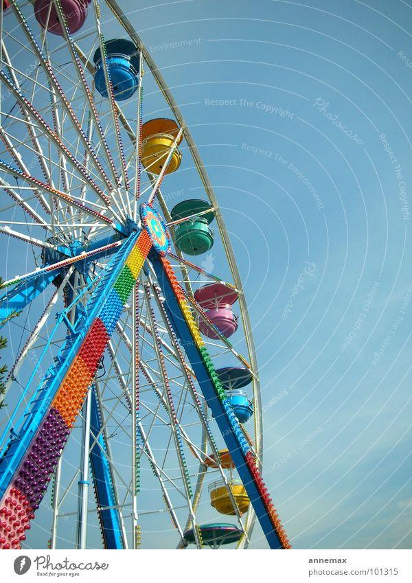 Playland Riesenrad Jahrmarkt knallig mehrfarbig Spielen Freude Verkehr Kleinmesse Leben Himmel