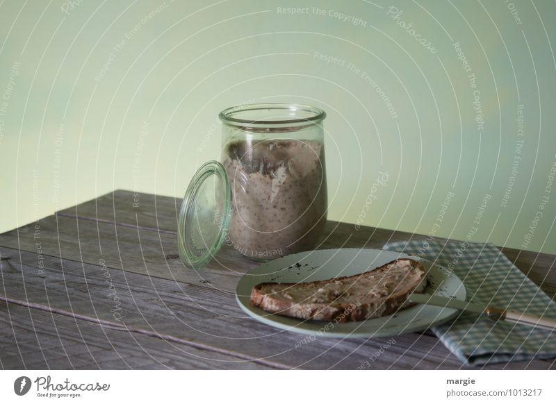Schmalzstulle: eine Scheibe Brot, bestrichen mit Schmalz auf einem Teller mit Messer und Serviette Lebensmittel Milcherzeugnisse konservieren Ernährung