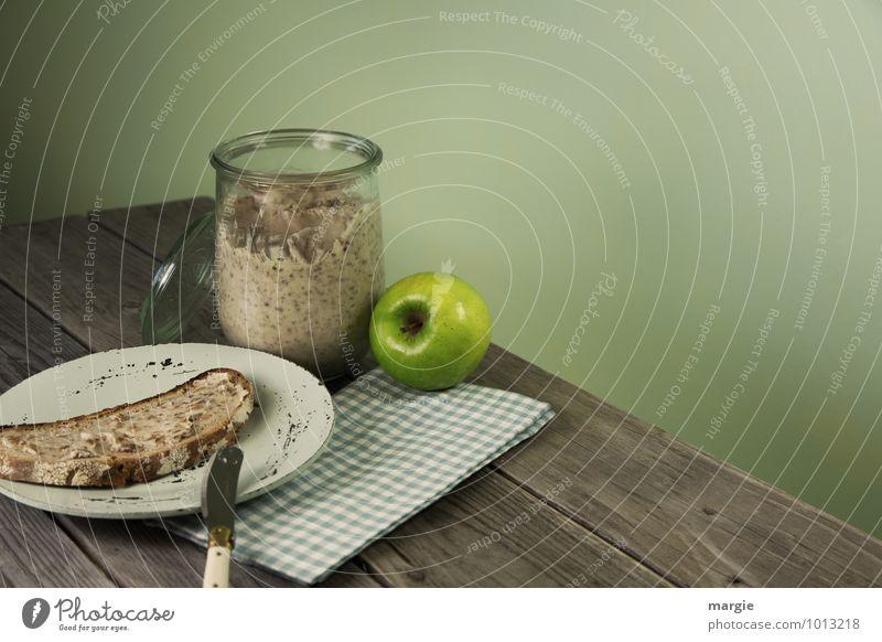 Schmalzstulle mit Apfel Lebensmittel Brot Ernährung Frühstück Abendessen Picknick Diät Fasten Fastfood Geschirr Teller Glas Besteck Messer Essen Gesundheit dünn