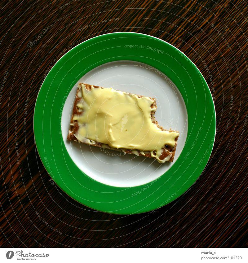 Knäcke mit Käse Teller grün leer Krümel Knäckebrot lecker Holz Tisch dunkel rund Streifen Frühstück satt Vollkorn Teile u. Stücke Appetit & Hunger Gouda Butter