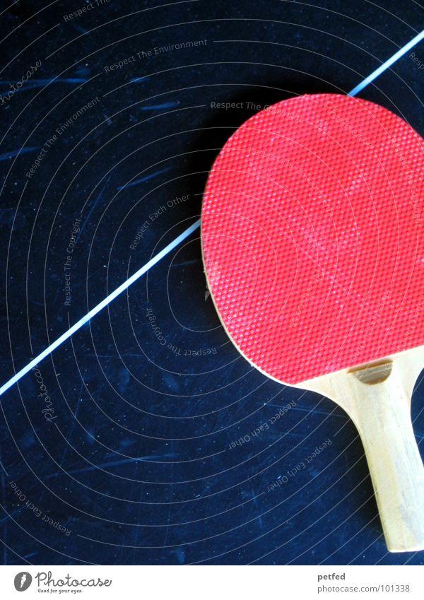Nach dem Spiel ist vor dem Spiel II Tischtennis Freizeit & Hobby Tischtennisplatte Streifen rot Holz braun schwarz grau Griff rund eckig Spielen Sport Freude
