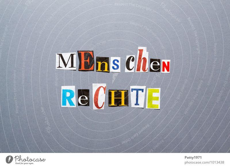 Menschenrechte. Aus Zeitung ausgeschnittene Buchstaben auf neutral, grauem Hintergrund. Zeichen Schriftzeichen Typographie Sicherheit Solidarität Freiheit