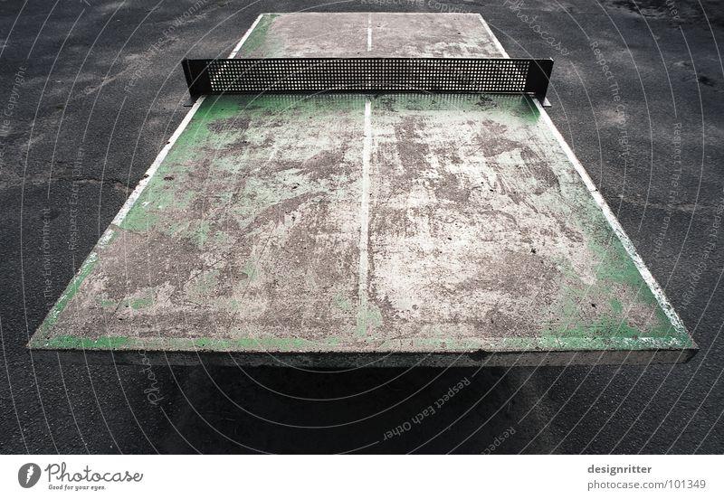Nichts für Weicheier Tischtennis Tischtennisplatte gebraucht alt hart Patina grün grau Rest Schulsport Kraft Farbe Schulhof Sport