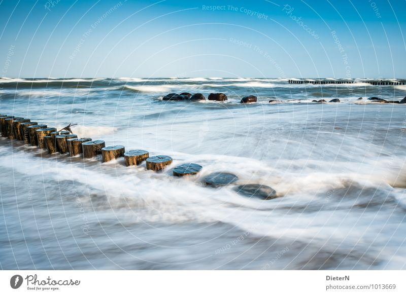 Reihen Landschaft Sand Wasser Himmel Wolkenloser Himmel Wetter Schönes Wetter Wind Sturm Wellen Küste Ostsee Meer blau braun weiß Kühlungsborn Buhne Felsen