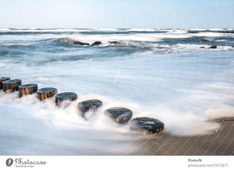 Aufgewühlt Umwelt Natur Landschaft Urelemente Erde Himmel Wolkenloser Himmel Schönes Wetter Wind Sturm Wellen Küste Ostsee Meer blau schwarz weiß Buhne