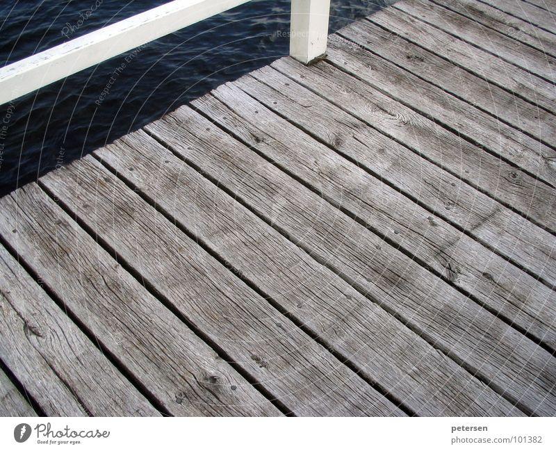 Holzweg Meer Steg verwaschen Schiffsplanken maritim Hafen Ostsee Wasser Holzbrett
